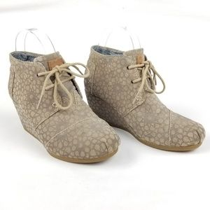 TOMS Taupe Wedge Bootie Lace Up Ankle Boots size 6
